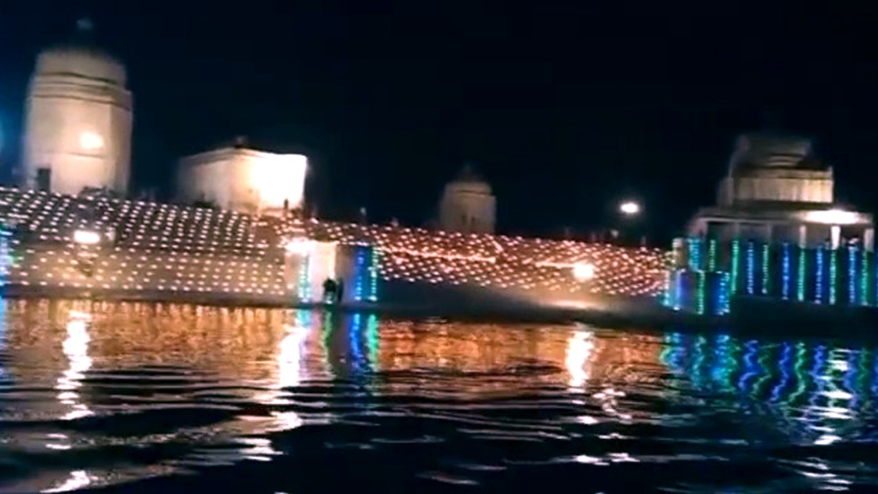 Yamuna ghats of Bateshwar illuminated by 21 thousand lamps, Shiva temple series shone brightly the late evening of Thursday