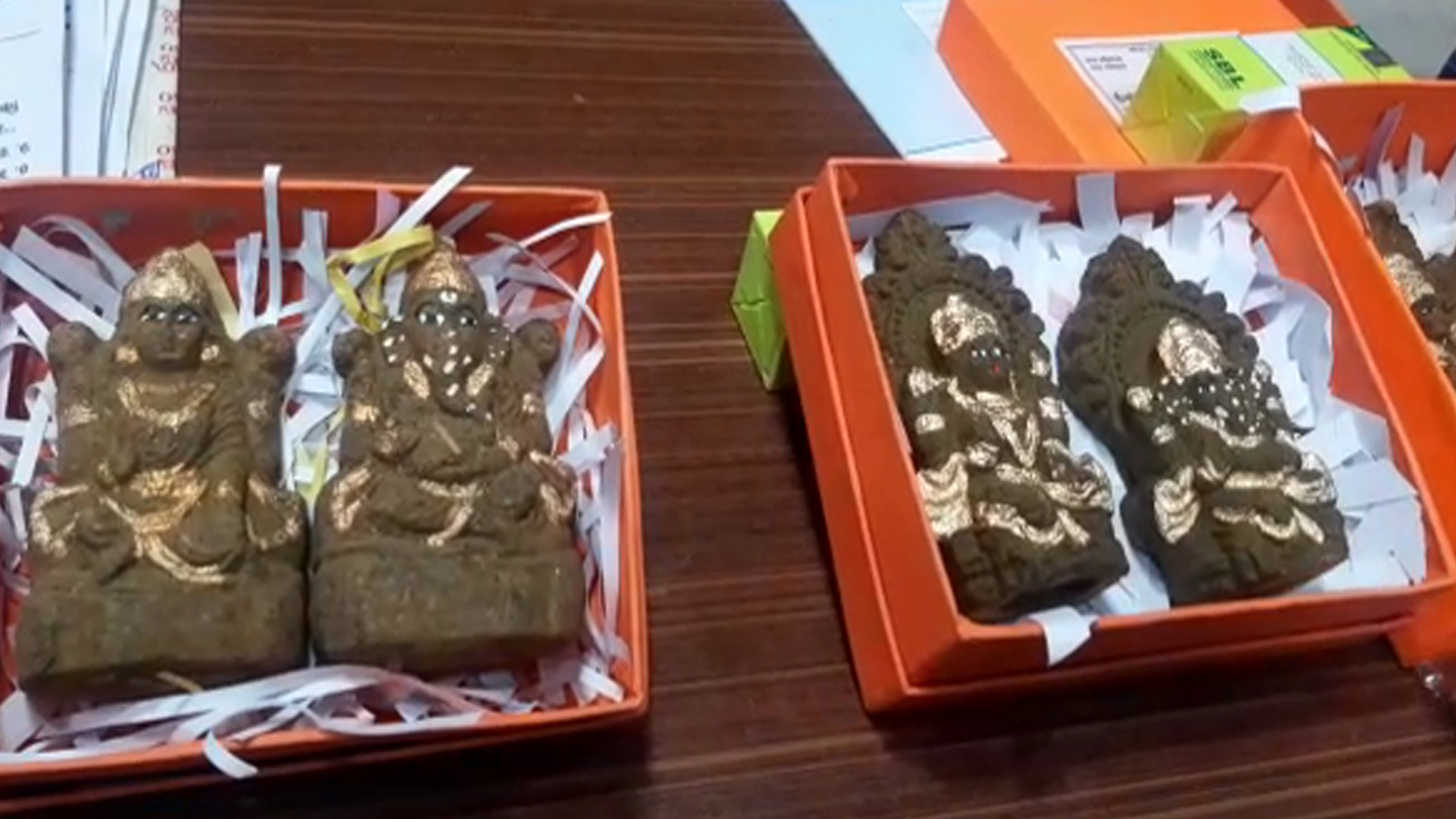 A Unique Initiative of Satyamev Jayate Trust, Ganesh Lakshmi Idols are Being Prepared with Cow Dung